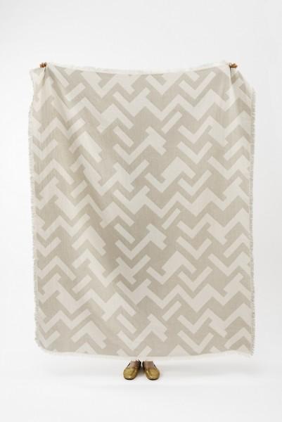 Decke recycelte Baumwolle Brita Sweden Florens greige / taupe weiss